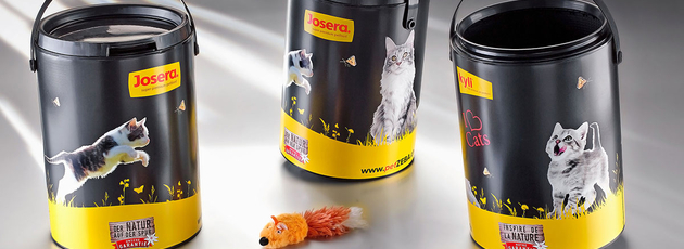 The Paintainer® pail is perfect for picky cats